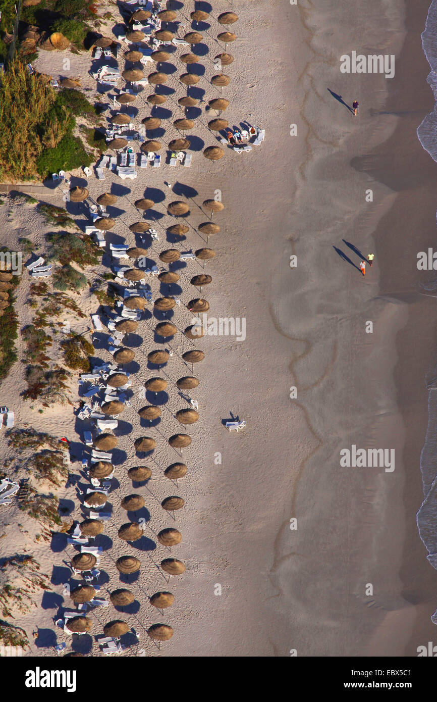 Mediterranean coast with sunshades and tourists in North Tunesia, Tunisia, Mahdia - Stock Image