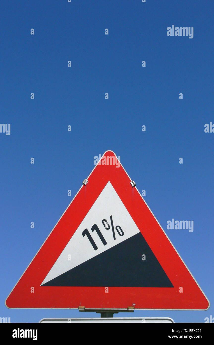 information sign steep hill upwards - Stock Image