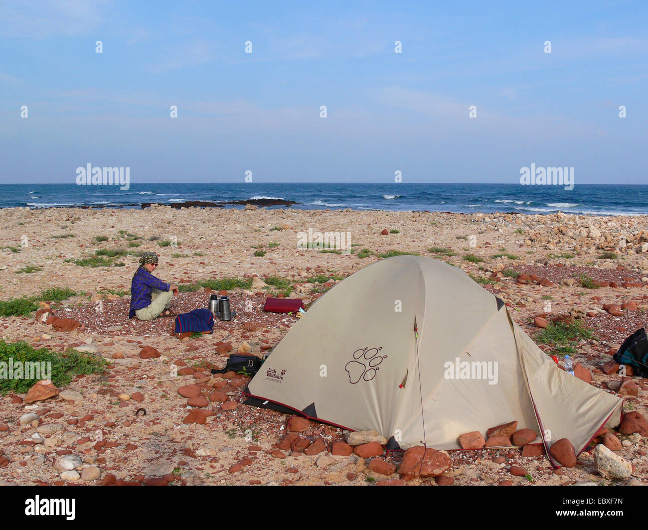 women with tent at the coast, Yemen, Socotra - Stock Image