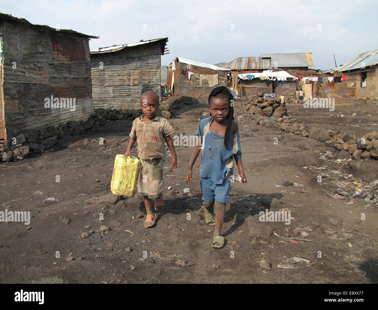 children fetching water with canisters in a poor part of the city of Goma, being called the 'burned quarter' - Stock Image