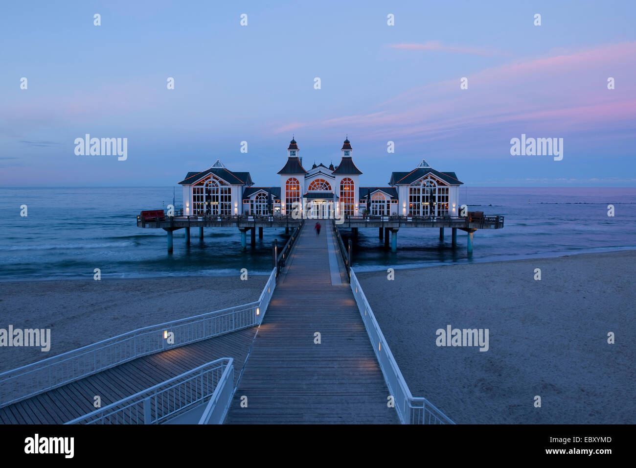 Sellin Pier at the blue hour, Baltic Seaside Resort Sellin, Rügen, Mecklenburg-Western Pomerania, Germany - Stock Image