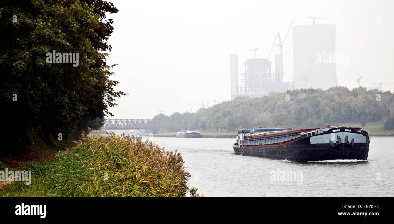 cargo ship on Dortmund Ems canal mit coal-fired power station Datteln 4 of E.ON AG in the background, Germany, North - Stock Image