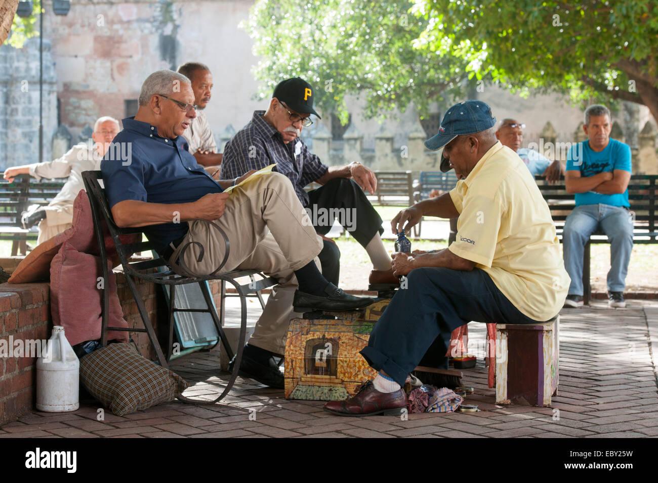 Dominikanische Republik, Santo Domingo, Zona Colonial, Zona Colonial, Parque Colon, Schuputzer Stock Photo