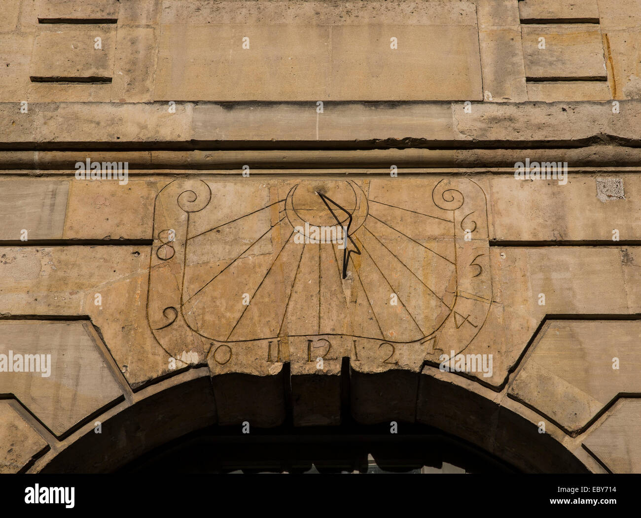 sundial sun dial keeps tells keepng time wall arch - Stock Image