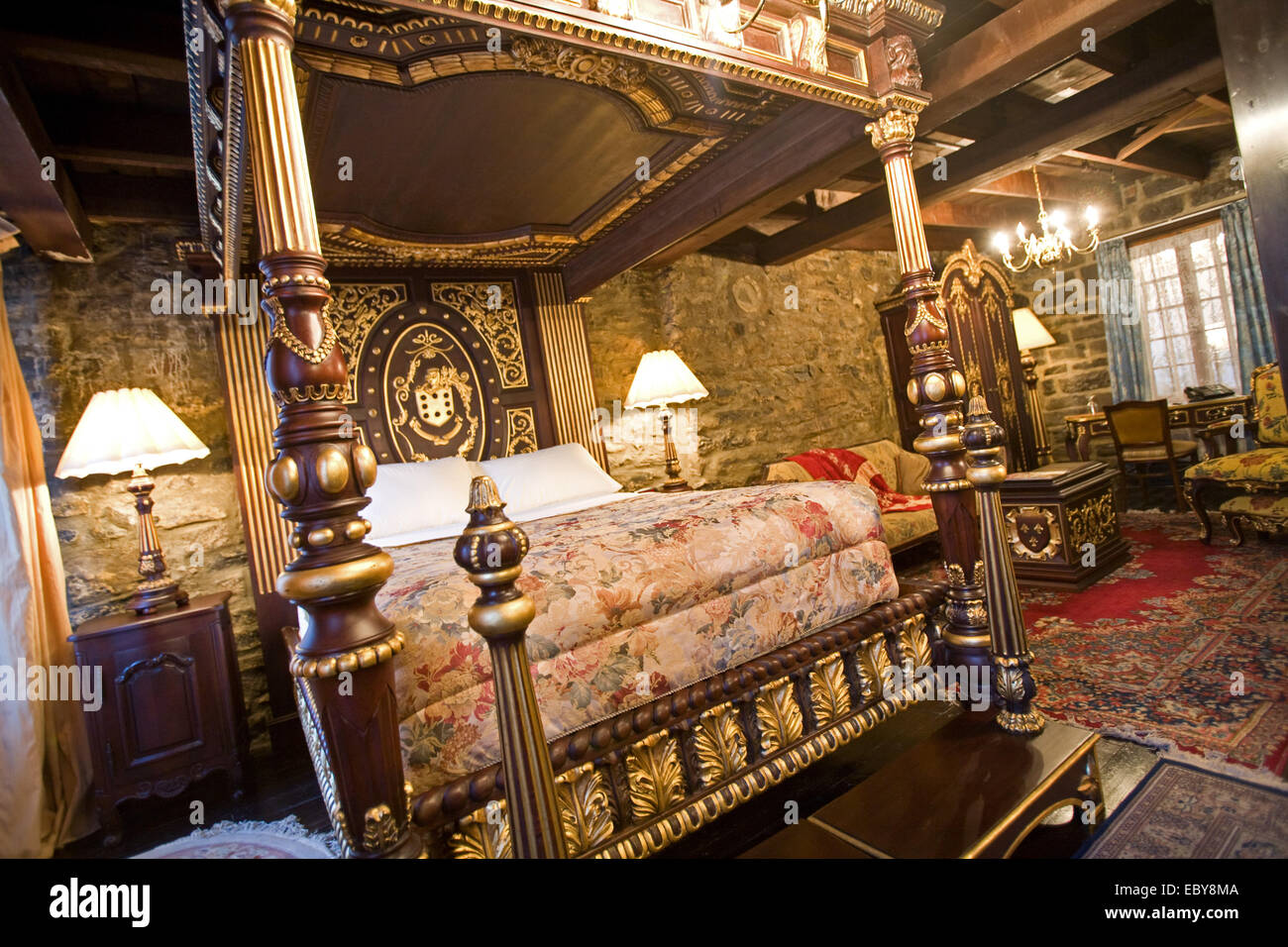 Hotel - la Maison Pierre du Calvet bedroom interior, Old ...
