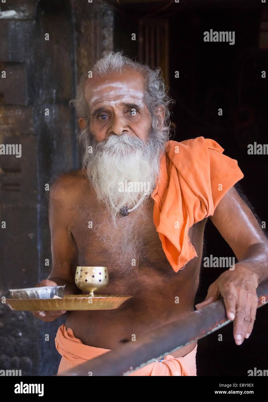The guru at the Niruthi Shiva Lingam in Thiruvannamalai. - Stock Image