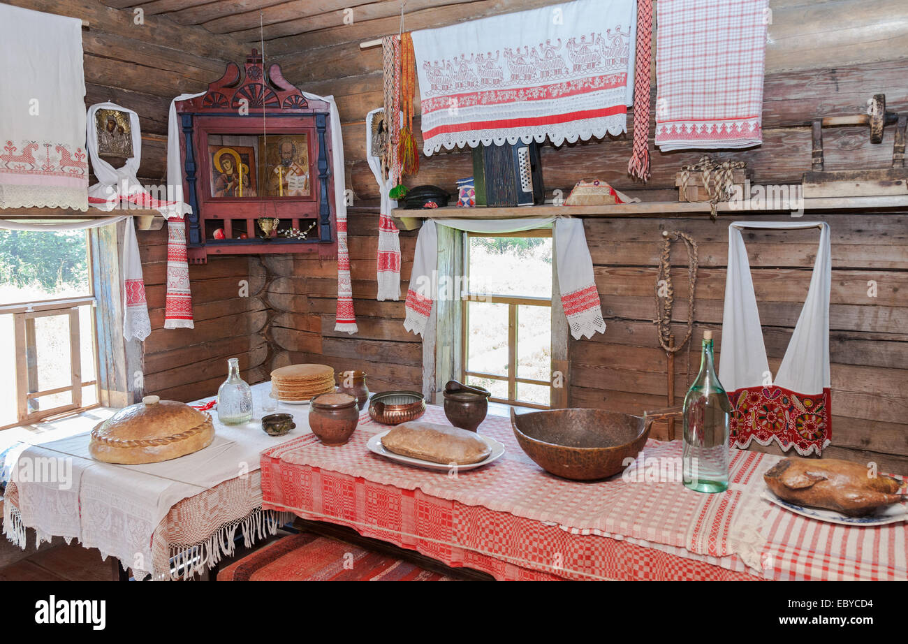 Interior of old rural wooden house in the museum of wooden architecture Vitoslavlitsy - Stock Image