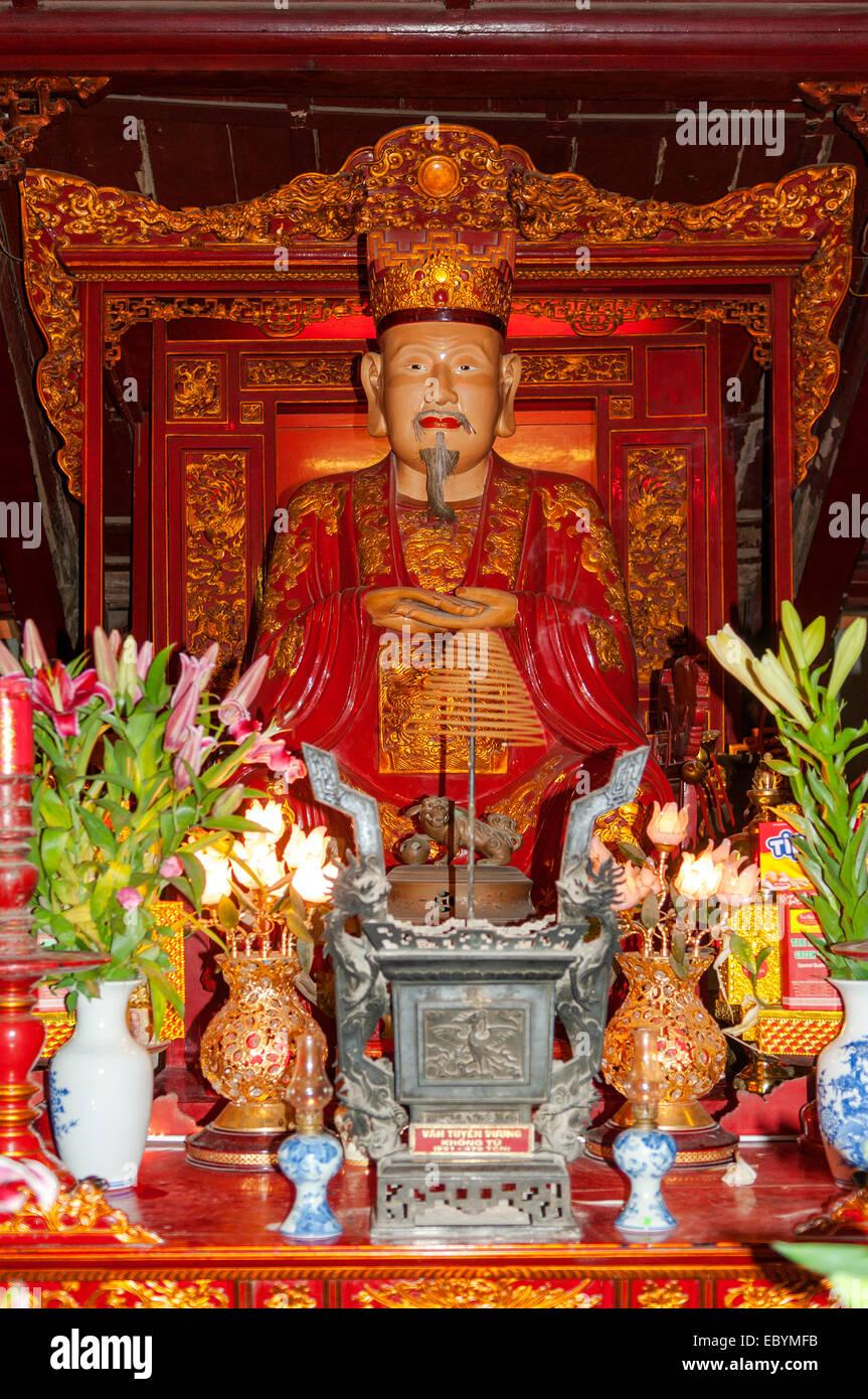 Confucius in Temple of Literature, Hanoi, Vietnam - Stock Image