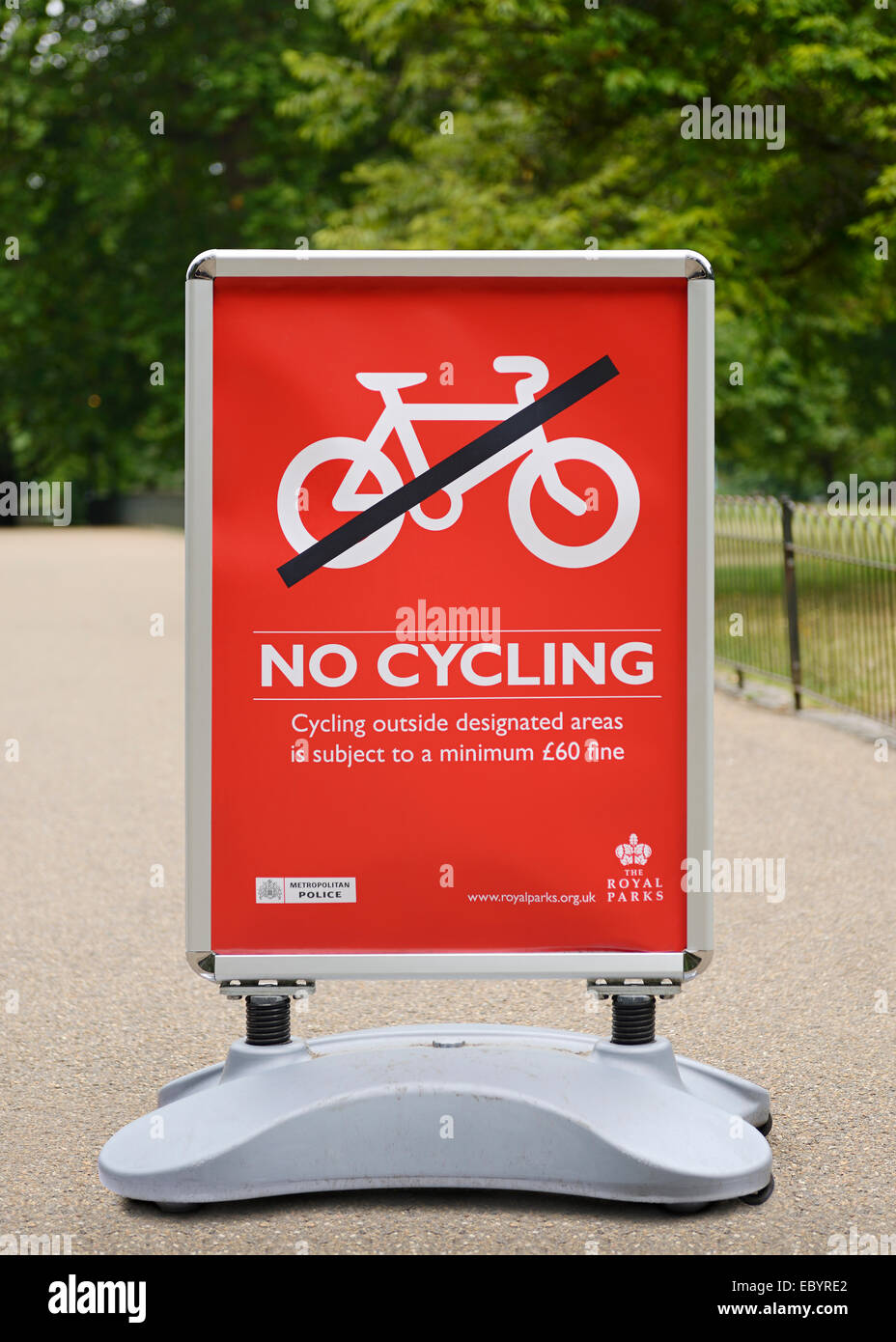 No Cycling Sign, St James Park, London, UK. - Stock Image