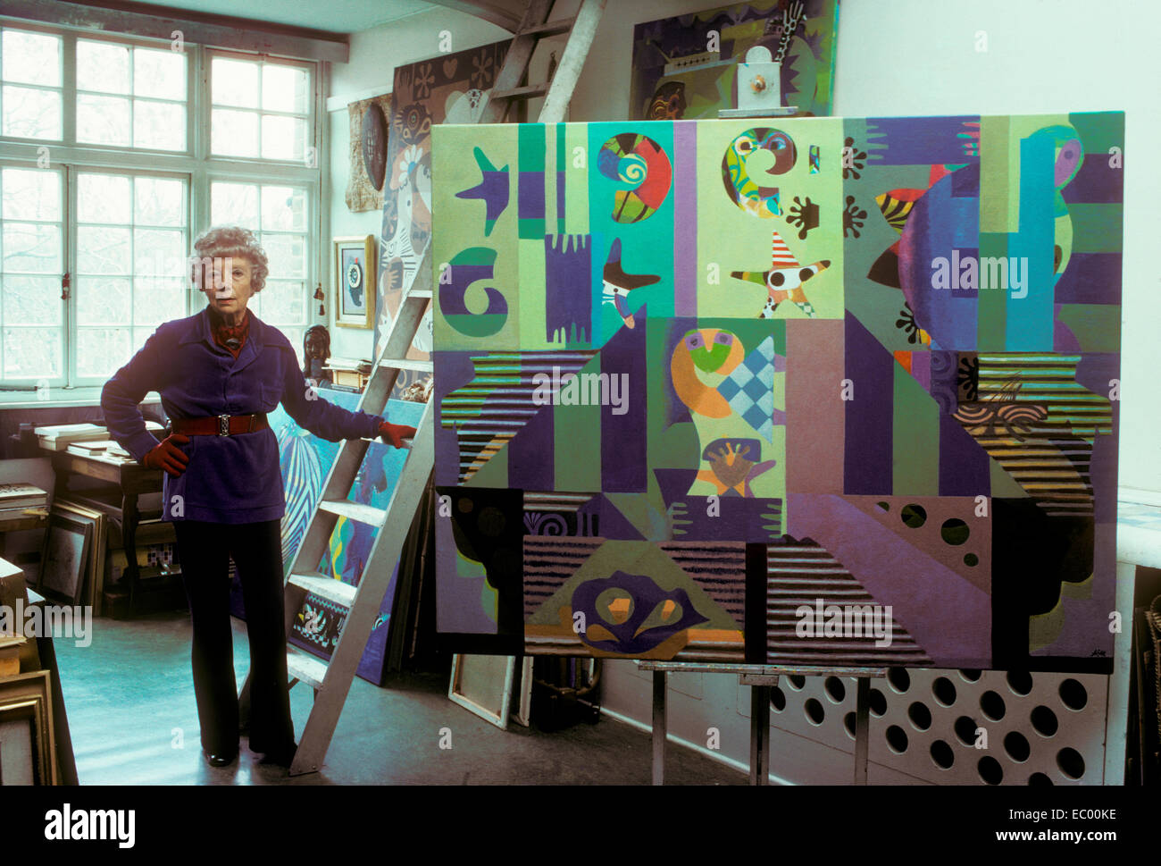 Eileen Agar, surrealist artist, in her studio. 1977 - Stock Image