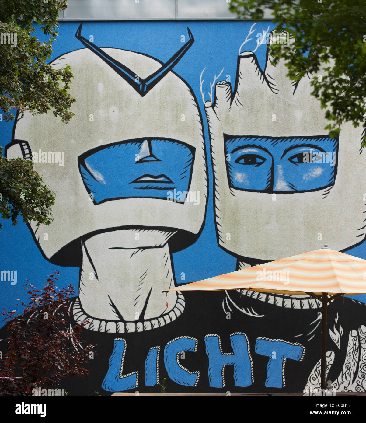 Mural entitled Licht (Light) in Berlin's Kreuzberg. - Stock Image