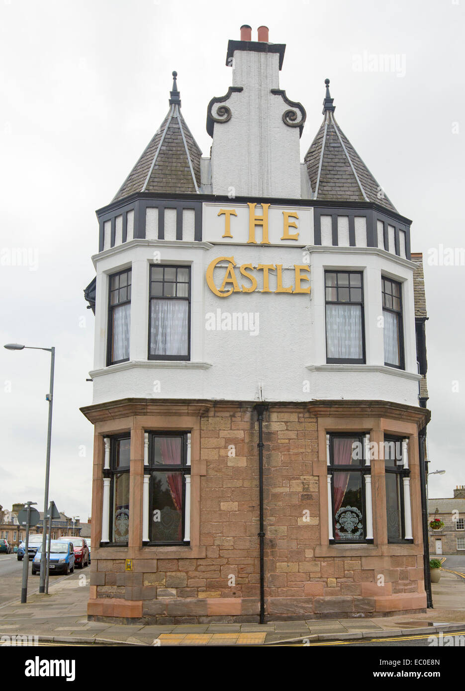 The Castle Hotel, with red brick lower storey & white painted upper level with steep pointed roof at Berwick-upon Stock Photo
