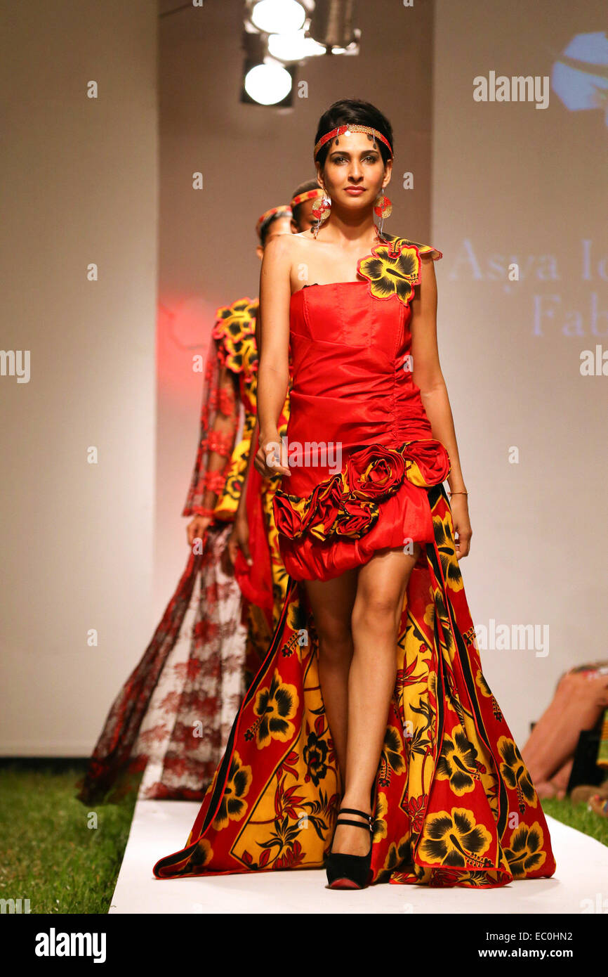 Dar Es Salaam Tanzania 7th Dec 2014 Models Present Creations Of Stock Photo Alamy