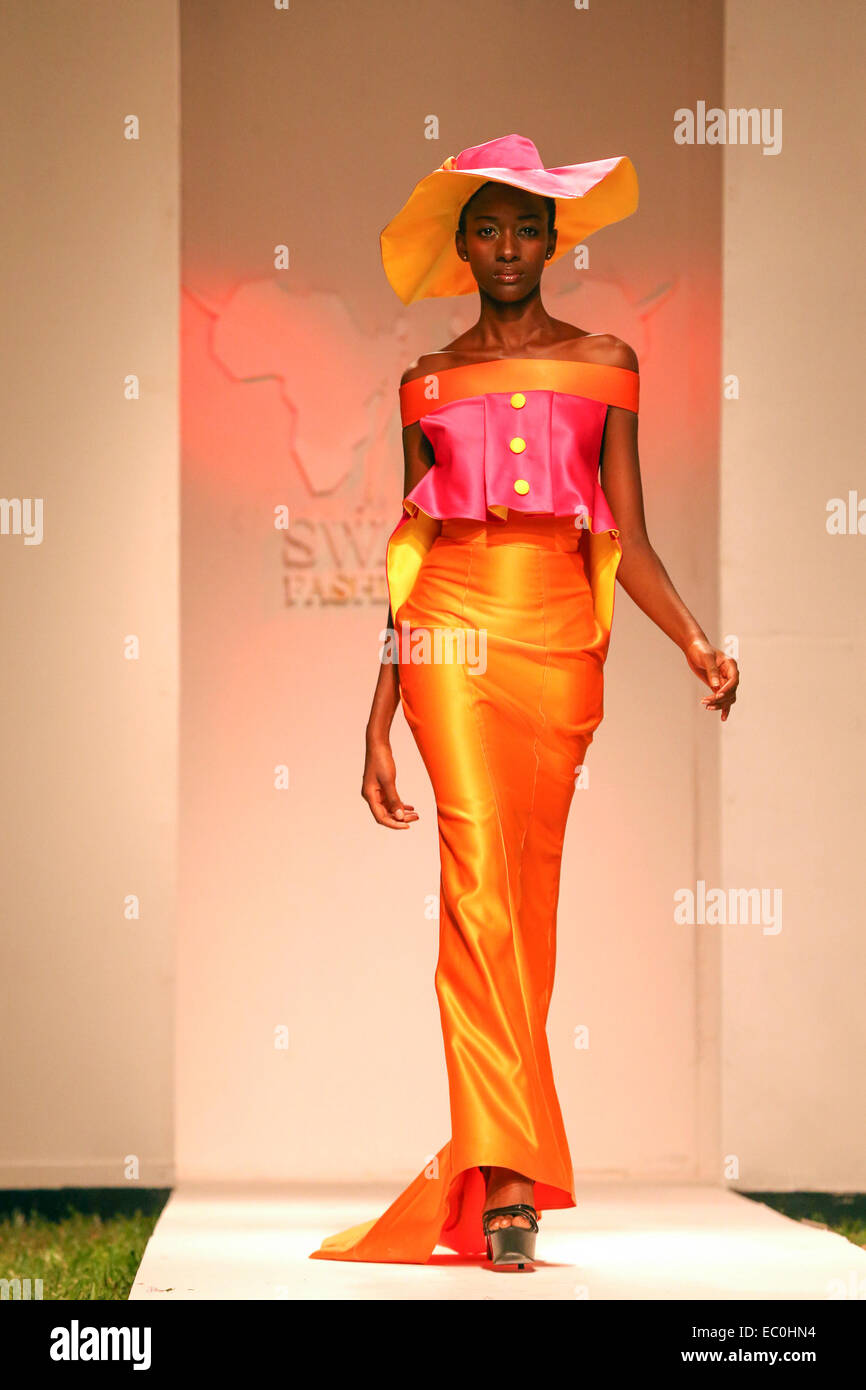 Dar Es Salaam Tanzania 7th Dec 2014 A Model Presents A Creation Stock Photo Alamy