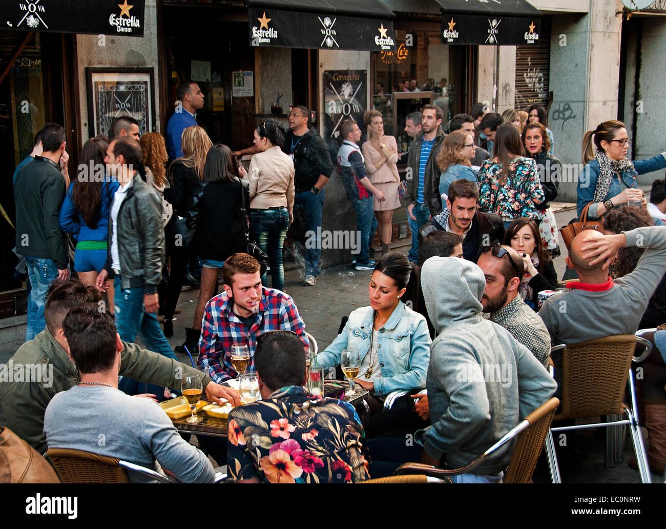 Tapas bars in the calle de la Cava Baja in the La Latina quarter, central Madrid, Spain - Stock Image