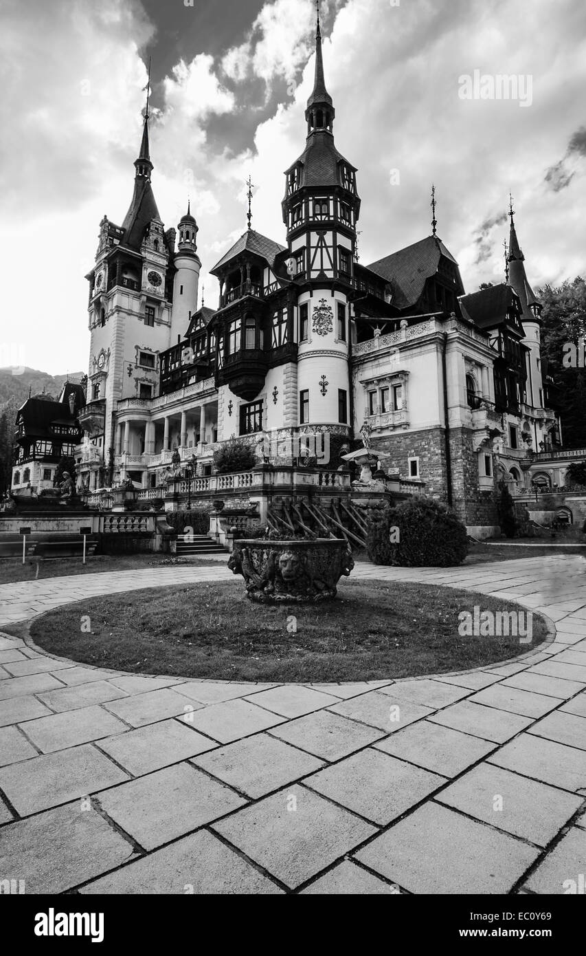 Peles Castle is a Neo-Renaissance castle placed in an idyllic setting in the Carpathian Mountains, in Sinaia, Prahova - Stock Image