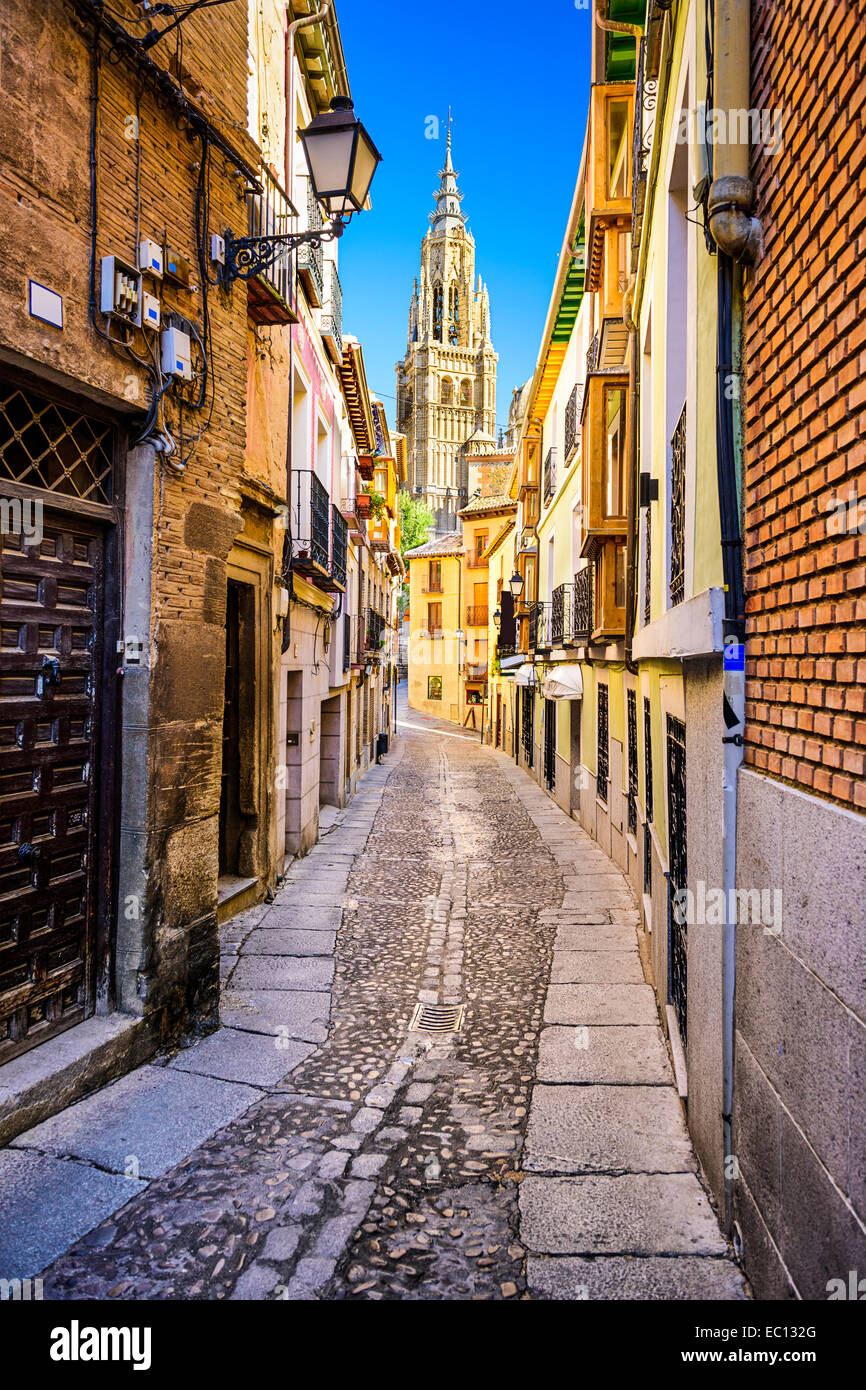 Toledo, Spain alleyway towards Toledo Cathedral. - Stock Image