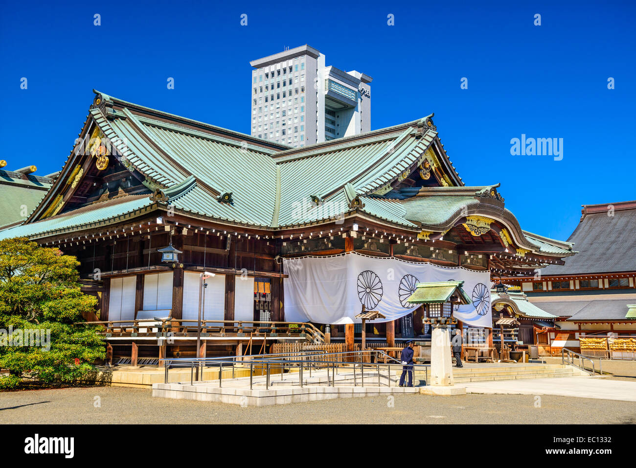 Guards and tourists at Yasukuni Shrine. The shrine is one of the most controversial in Japan. - Stock Image