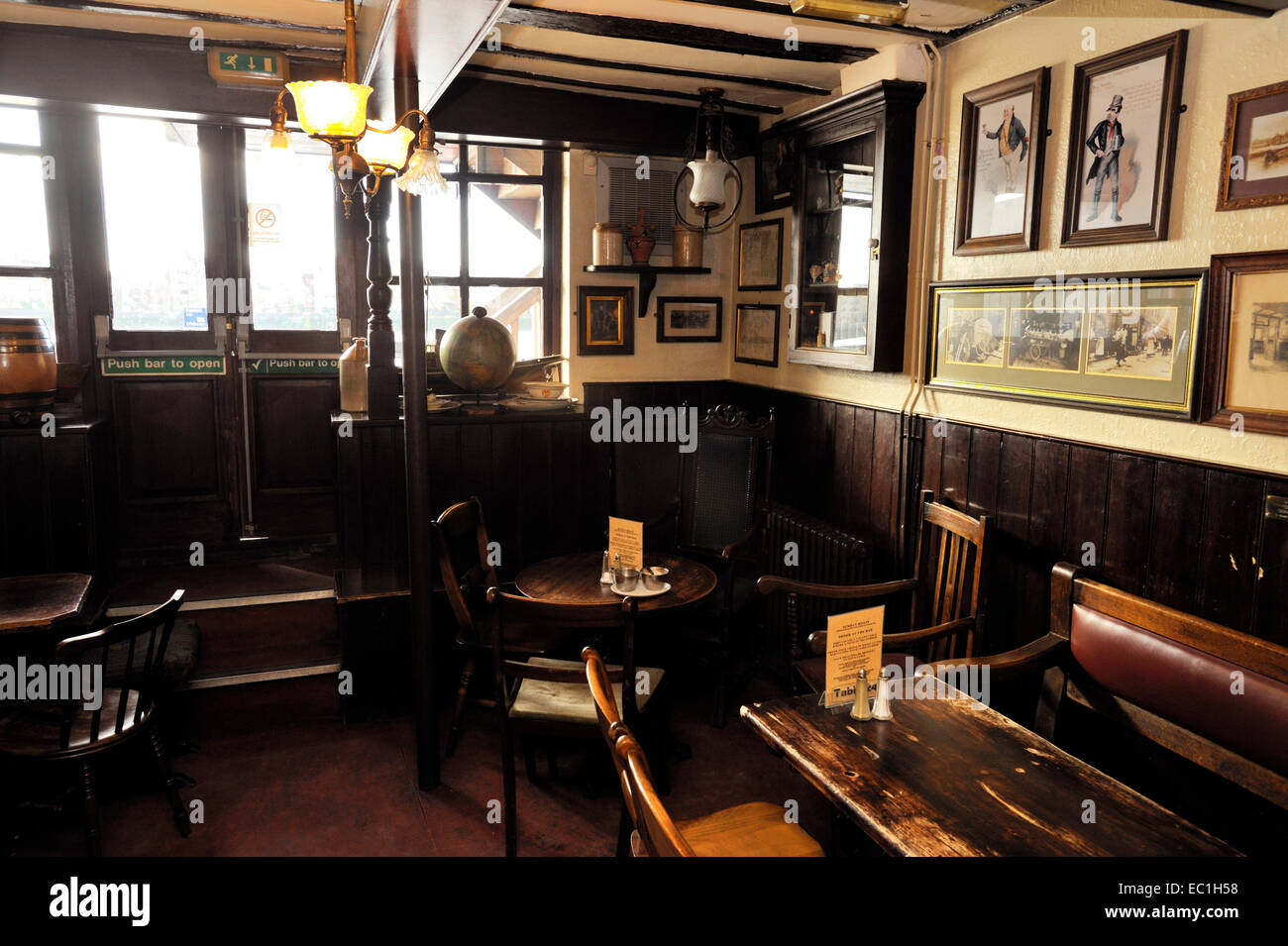 Interior of pub, The Grapes public house, Limehouse, Narrow St., , over the River Thames.  Dating from 1583, yet - Stock Image
