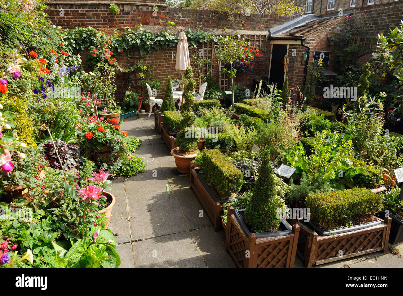 Garden of Six Poor Travellers, Rochester / Watt's Charity. Charles Dickens set his story here: The Seven Poor Travellers - Stock Image