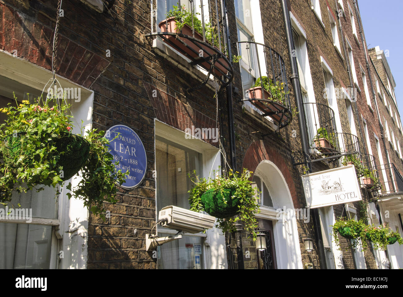 Edward Lear blue plaque, home of the poet at 30 Seymour Street, Marylebone, London W1, City of Westminster Edward - Stock Image