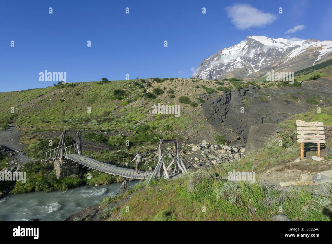 Suspension Bridge and Monte Almirante Nieto, Torres del Paine National Park, Magallanes y la Antártica Chilena - Stock Image