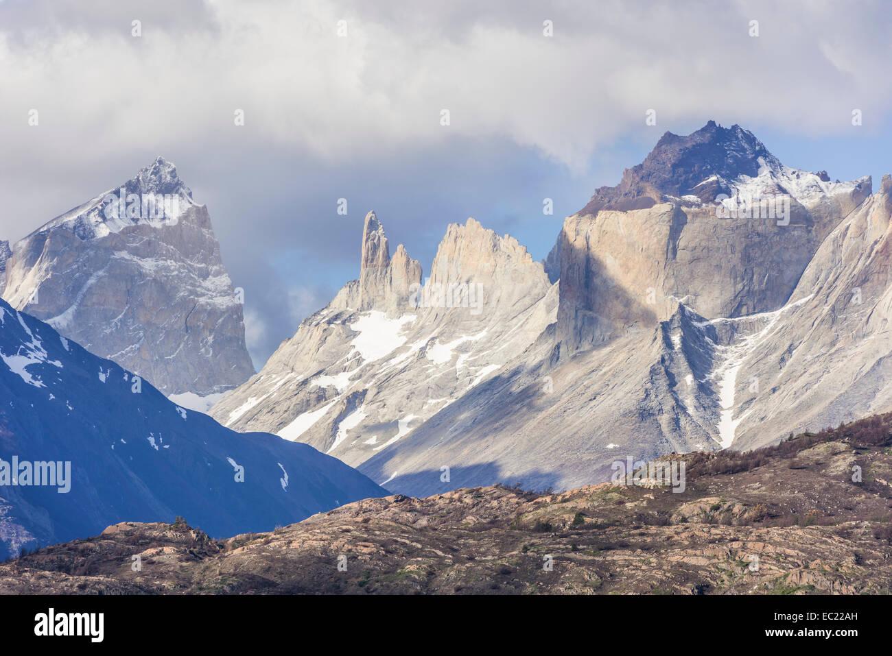 Summit Cuernos, Paine Grande Massif, Torres del Paine National Park, Magallanes y la Antártica Chilena Region, - Stock Image