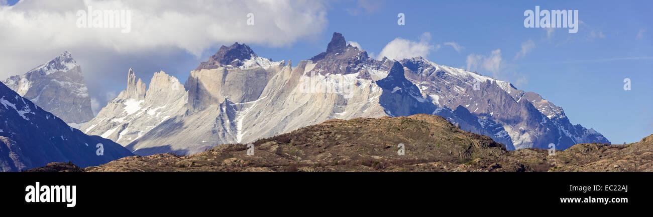 Cuernos peaks, Paine Grande Massif, Torres del Paine National Park, Magallanes y la Antártica Chilena Region, - Stock Image