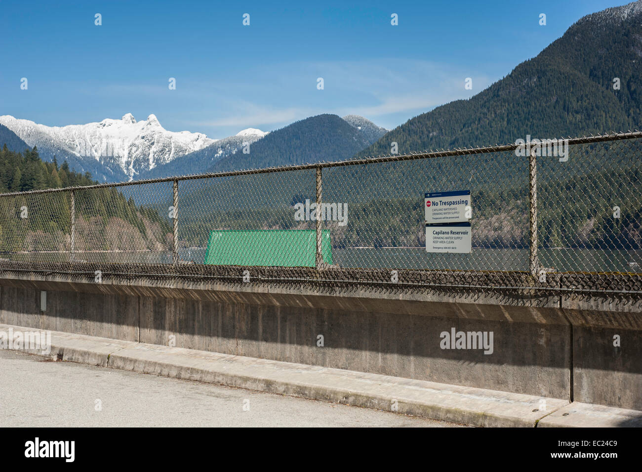 Capilano watershed as viewed through chainlink fencing for public viewing access. - Stock Image