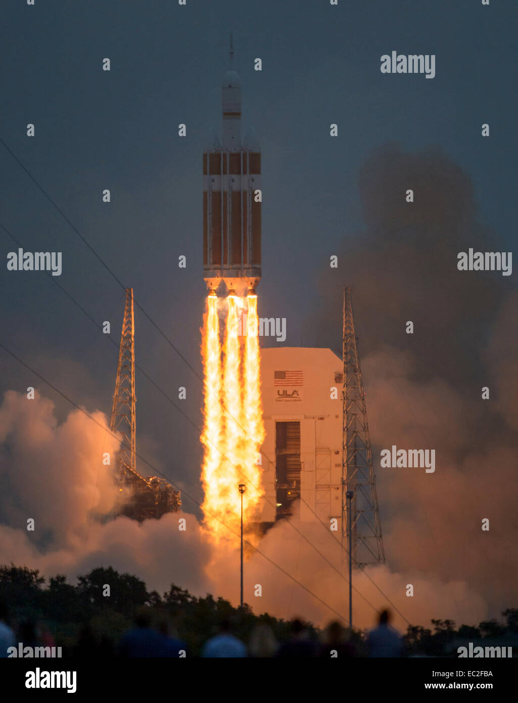 The United Launch Alliance Delta IV Heavy rocket with NASA's Orion spacecraft mounted atop, lifts off from Cape - Stock Image