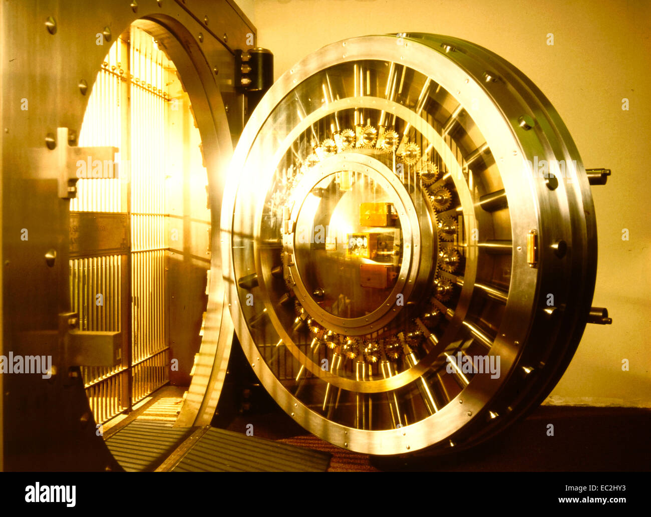 conceptual golden view of a bank circular door vault - Stock Image : circular door - pezcame.com