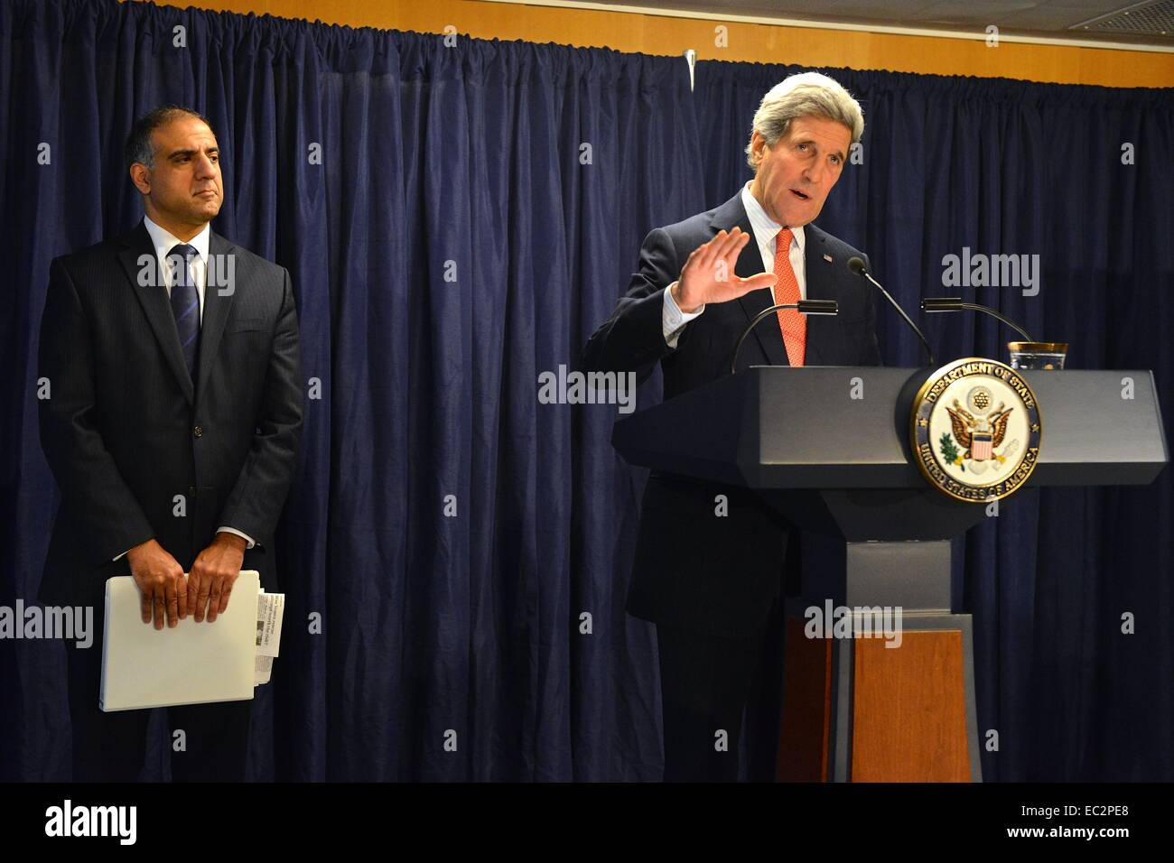 US Secretary of State John Kerry with Assistant Secretary of State for Political-Military Affairs Puneet Talwar - Stock Image