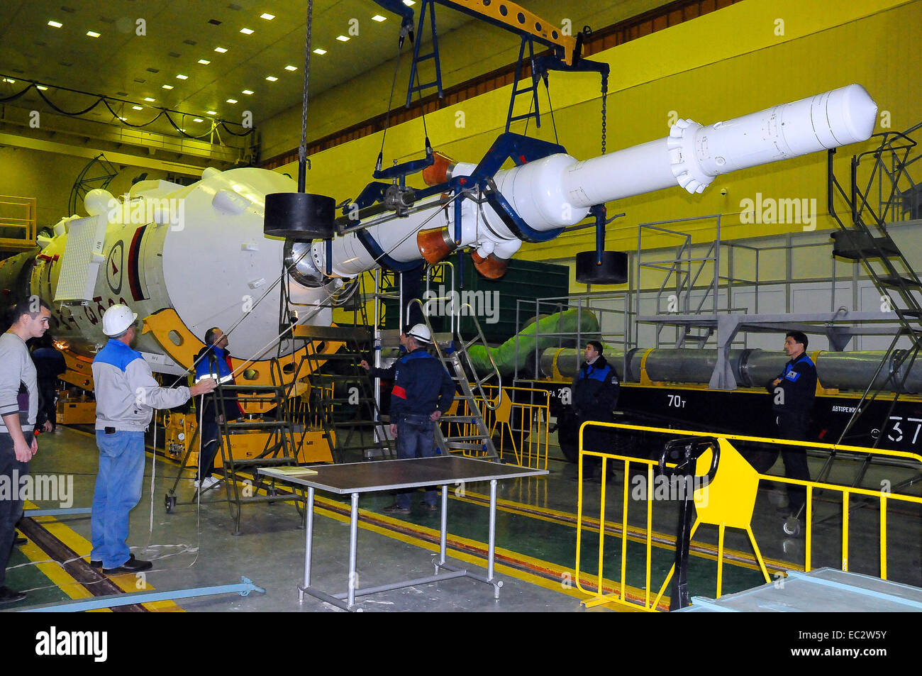 The Soyuz rocket and Soyuz TMA-15M spacecraft is assembled at the Baikonur Cosmodrome on Thursday, Nov. 20, 2014, - Stock Image