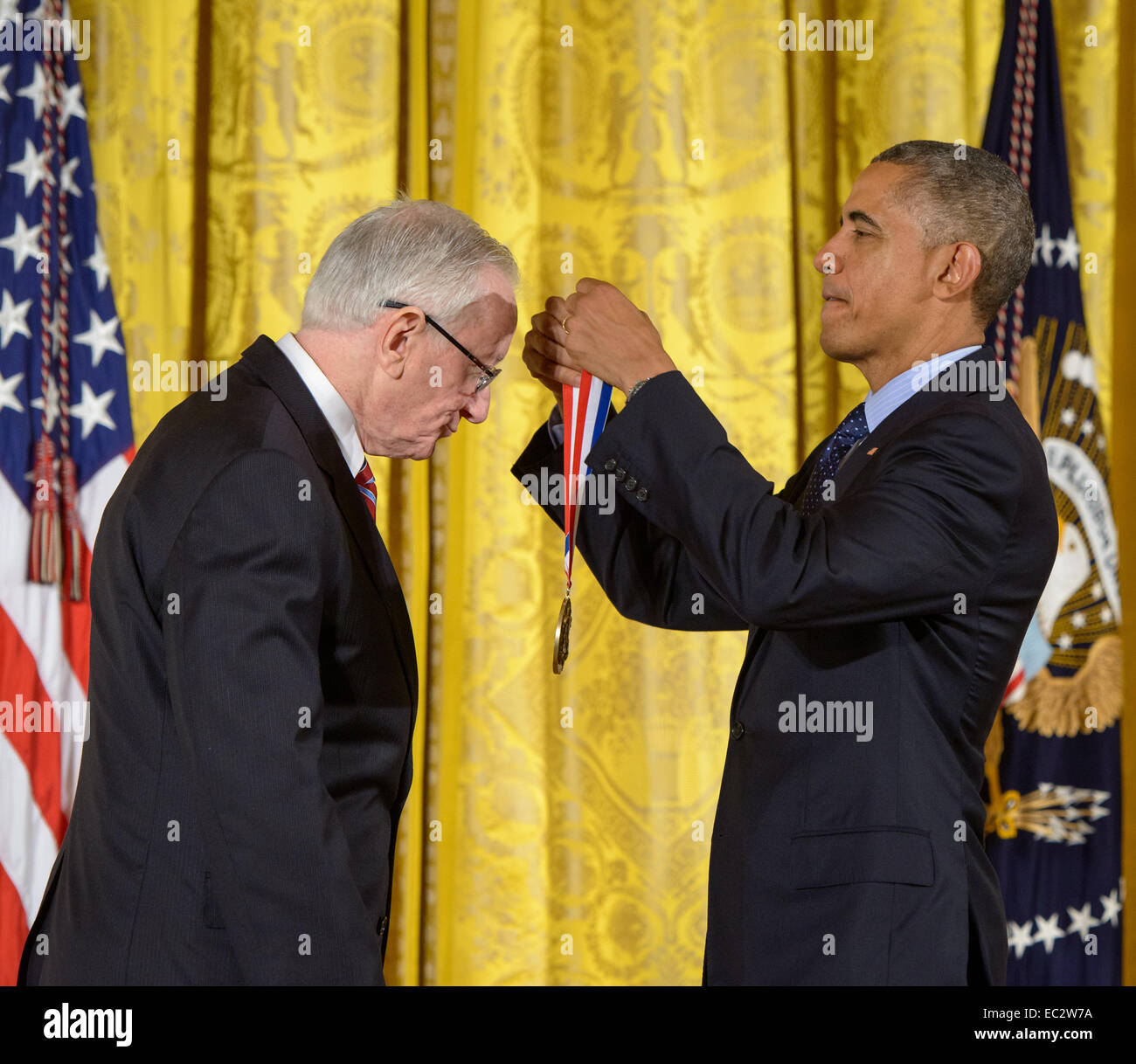 President Barack Obama bestows the National Medal of Science, the nation's top scientific honor, to MESSENGER - Stock Image