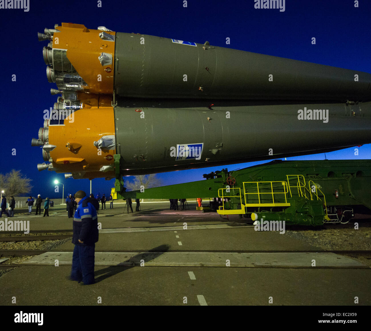 The Soyuz TMA-15M spacecraft is rolled out to the launch pad by train on Friday, Nov. 21, 2014 at the Baikonur Cosmodrome - Stock Image