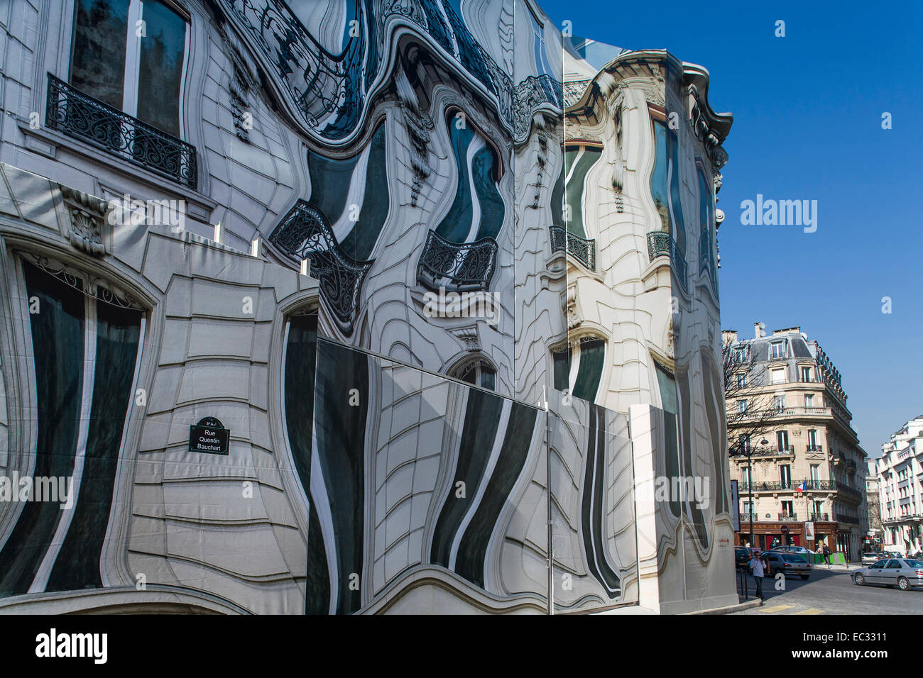 france paris covering of a building under renovation trompe l 39 oeil stock photo 76285581 alamy. Black Bedroom Furniture Sets. Home Design Ideas