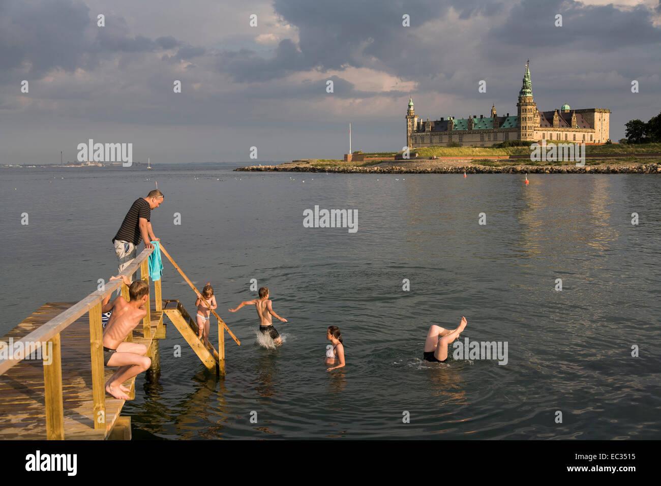 Denmark, Zealand, Helsingor, Kronborg Castle, children swimming from pier, Kattegat - Stock Image