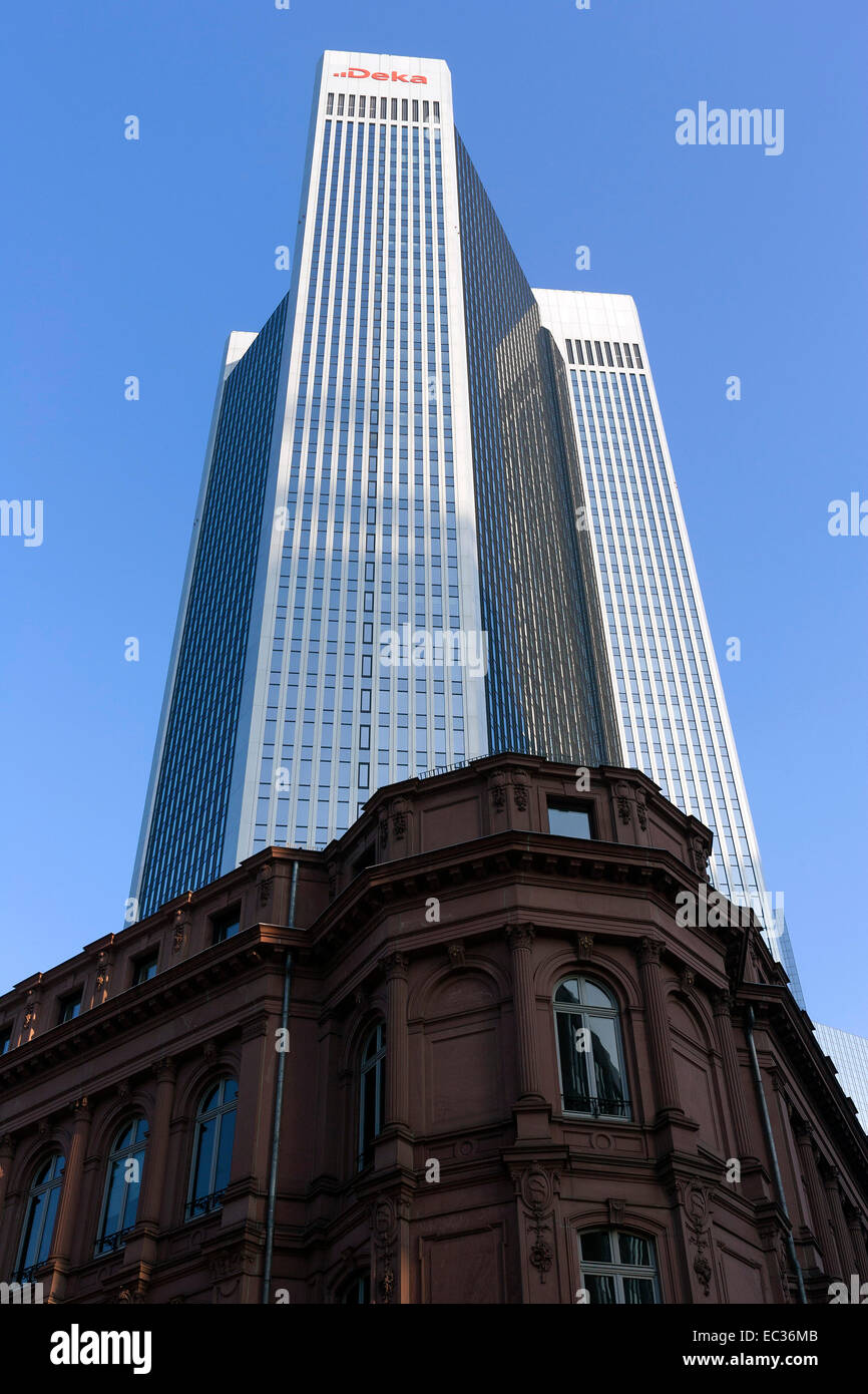 Trianon building, in front an old house facade, Financial District, Westend, Frankfurt am Main, Hesse, Germany - Stock Image