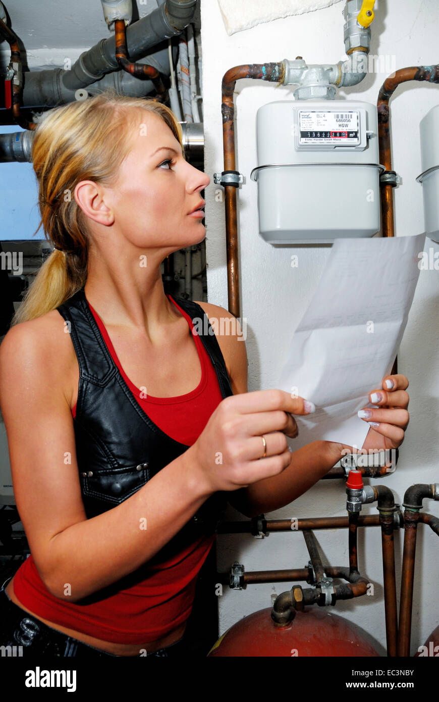 Young woman with heat billing - Stock Image