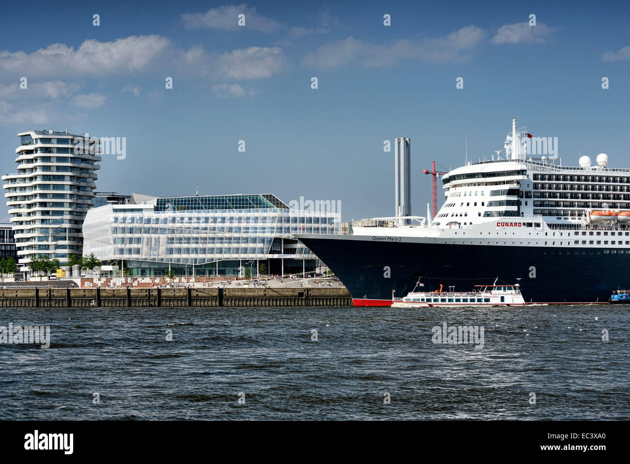 Cruise ship Queen Mary 2 in Hamburg harbour, Germany - Stock Image