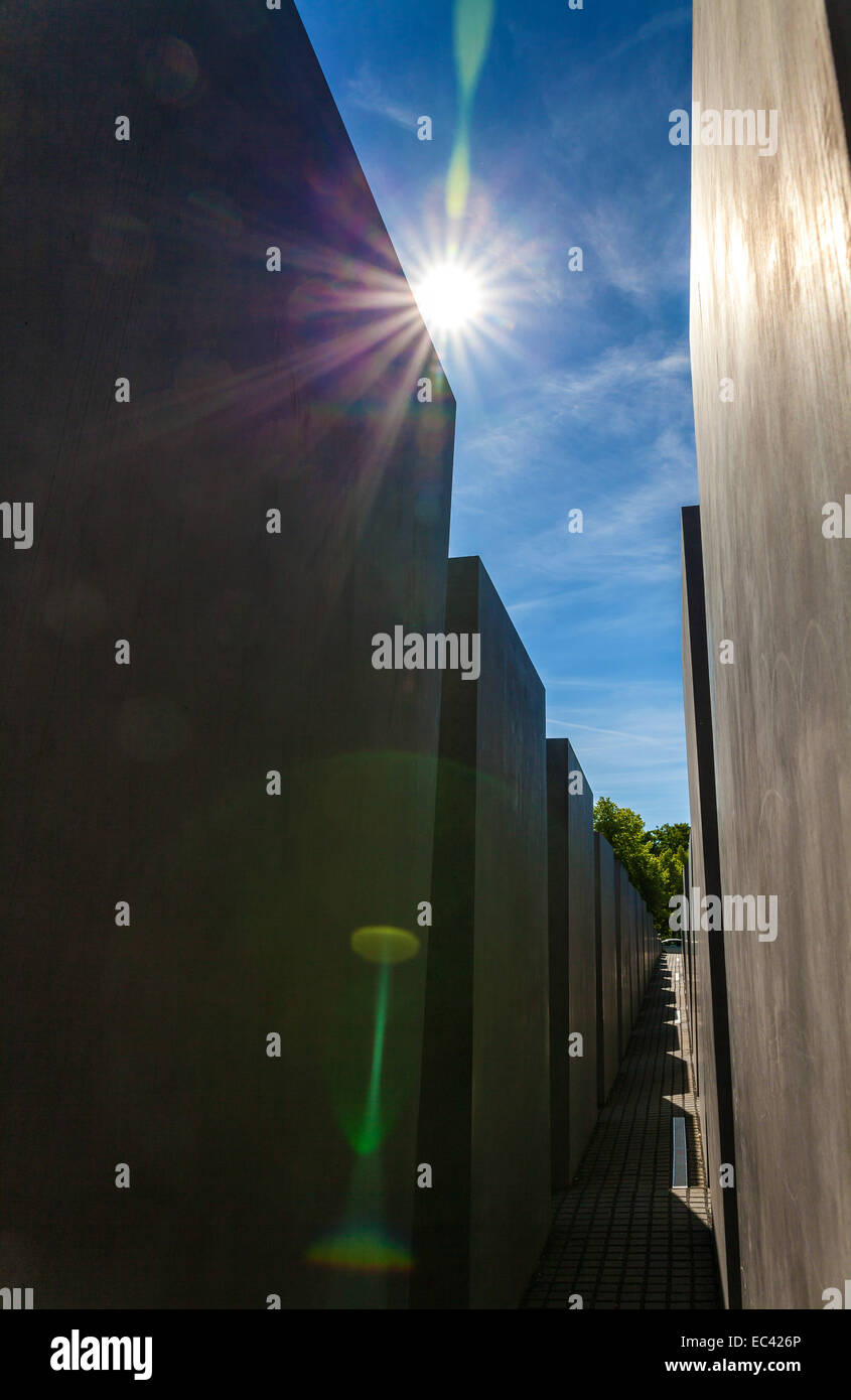 Steles of the Holocaust Memorial in strong back light - Stock Image