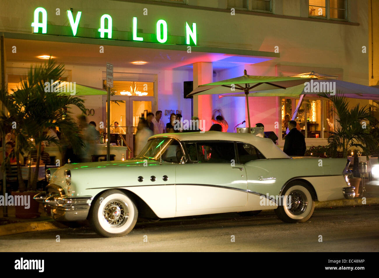 Classic Car, Avalon, Ocean drive, South Miami Beach, Florida, USA ...