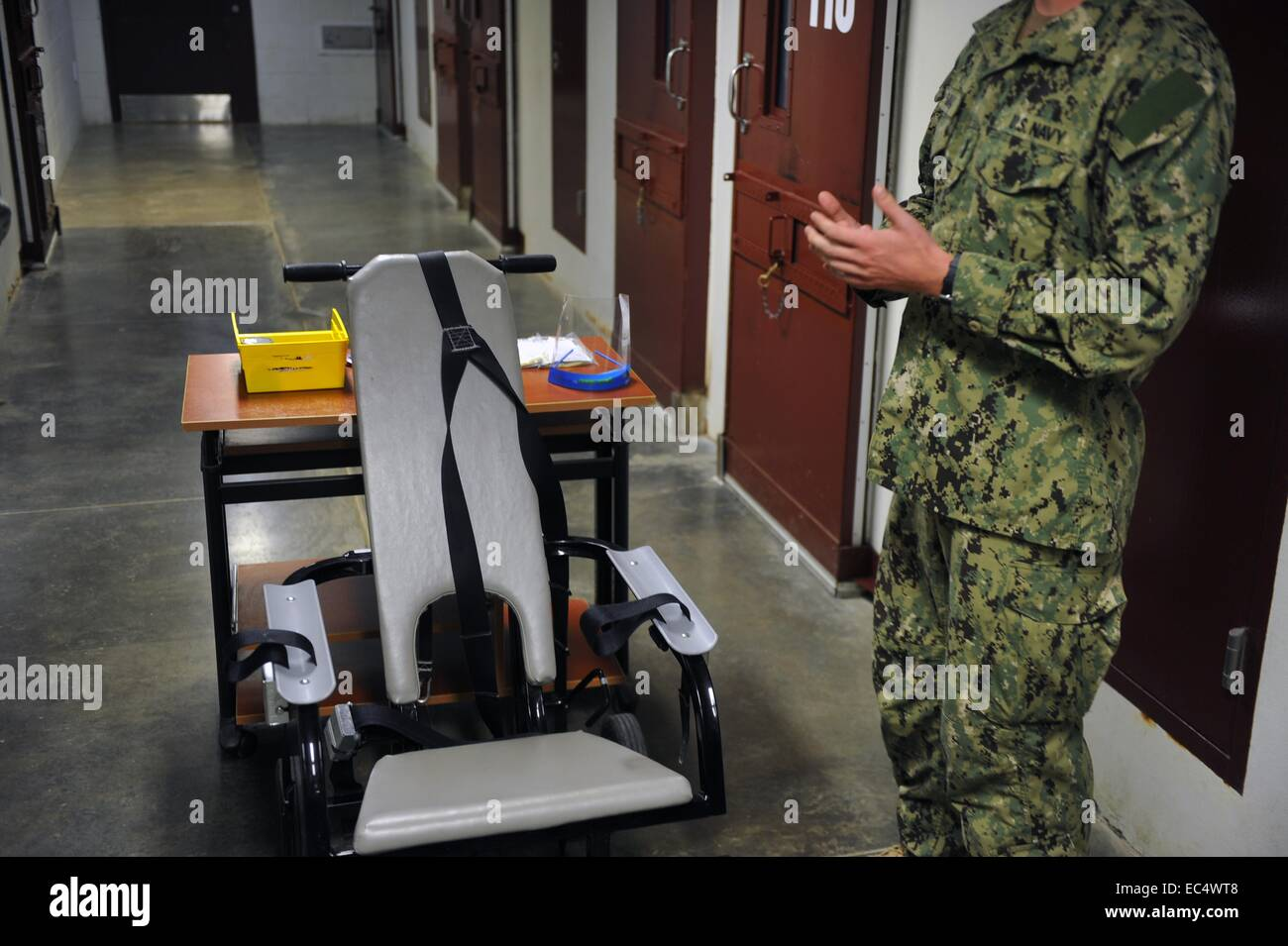 A chair used to restrain enemy combatants held as detainees at the Joint Task Force Guantanamo prison Camp Delta - Stock Image