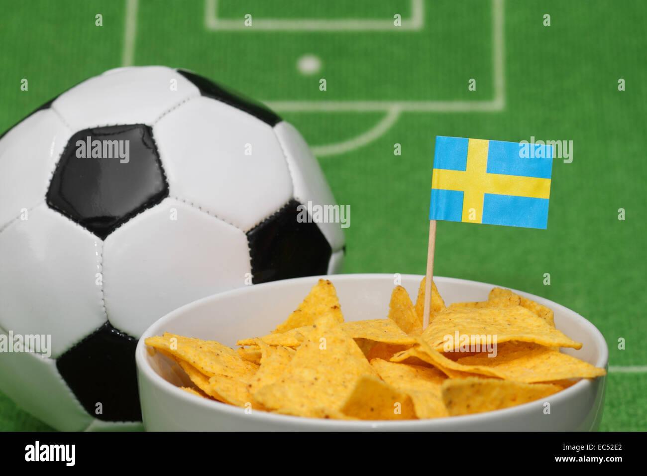 Fussball mit Knabberei - Stock Image
