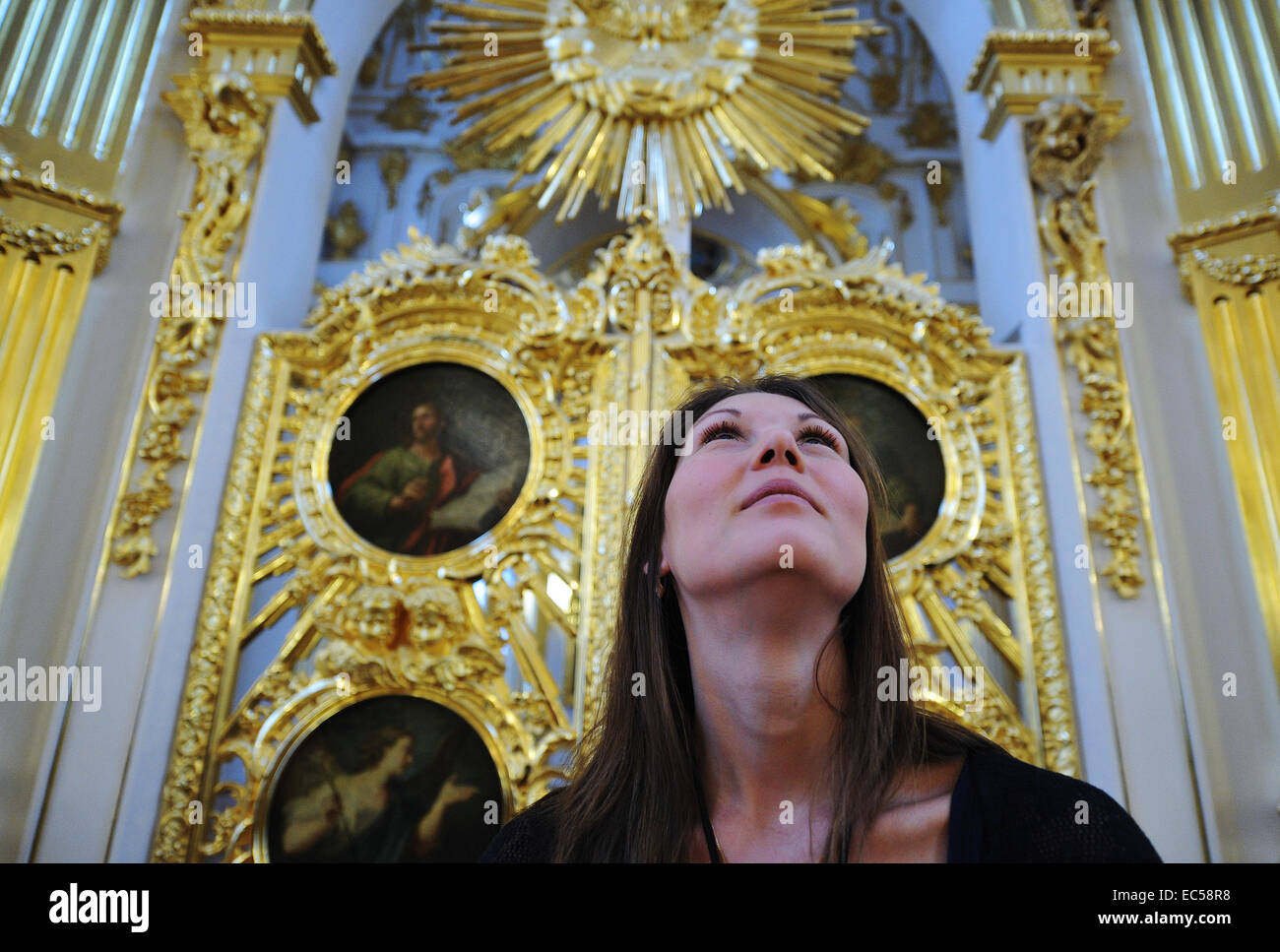 St. Petersburg, Russia. 9th Dec, 2014. A visitor at the opening of the renovated Grand Church of the Winter Palace. - Stock Image