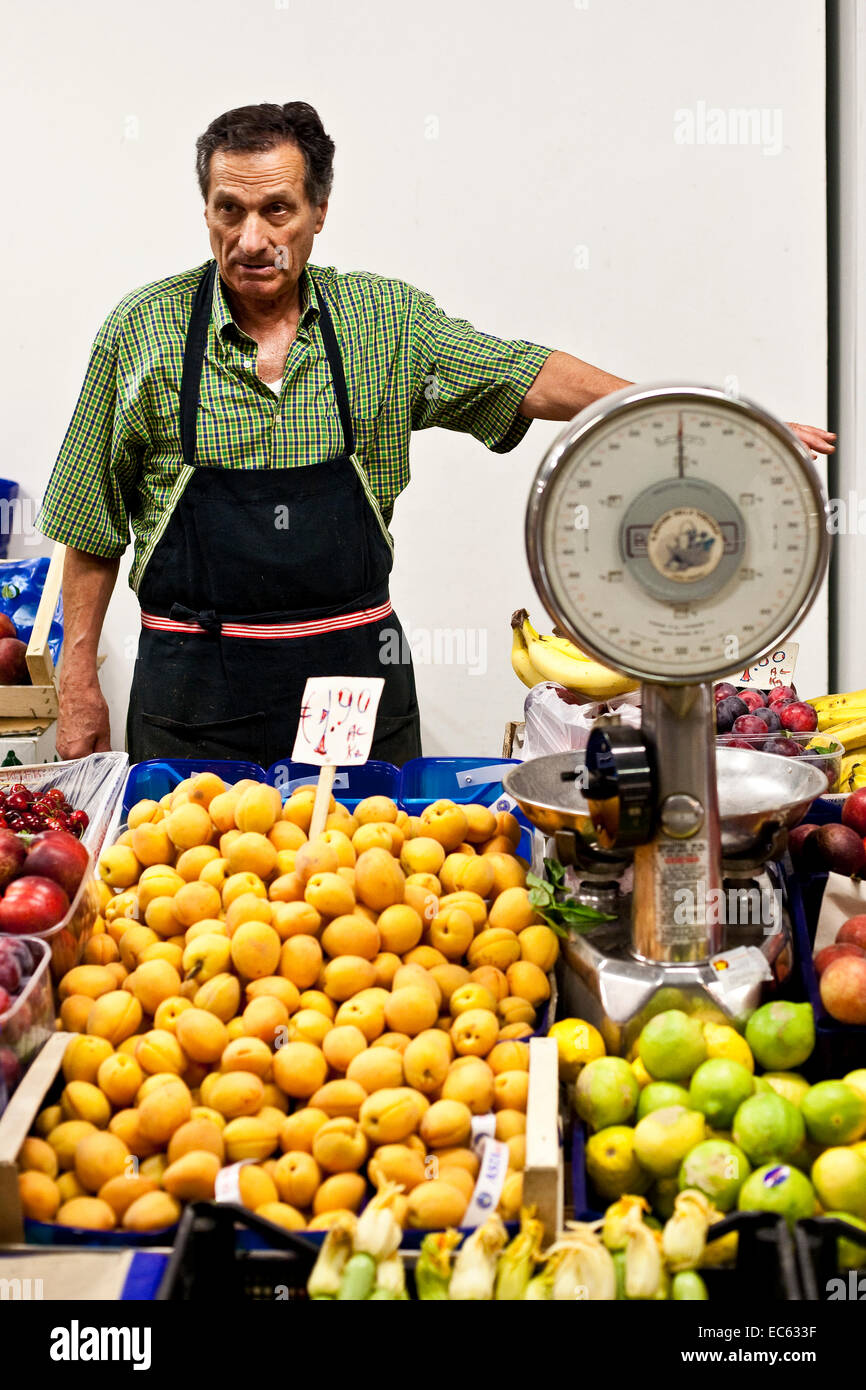 fruit seller in the Mercato Centrale in Florence, Toskany, Italy - Stock Image