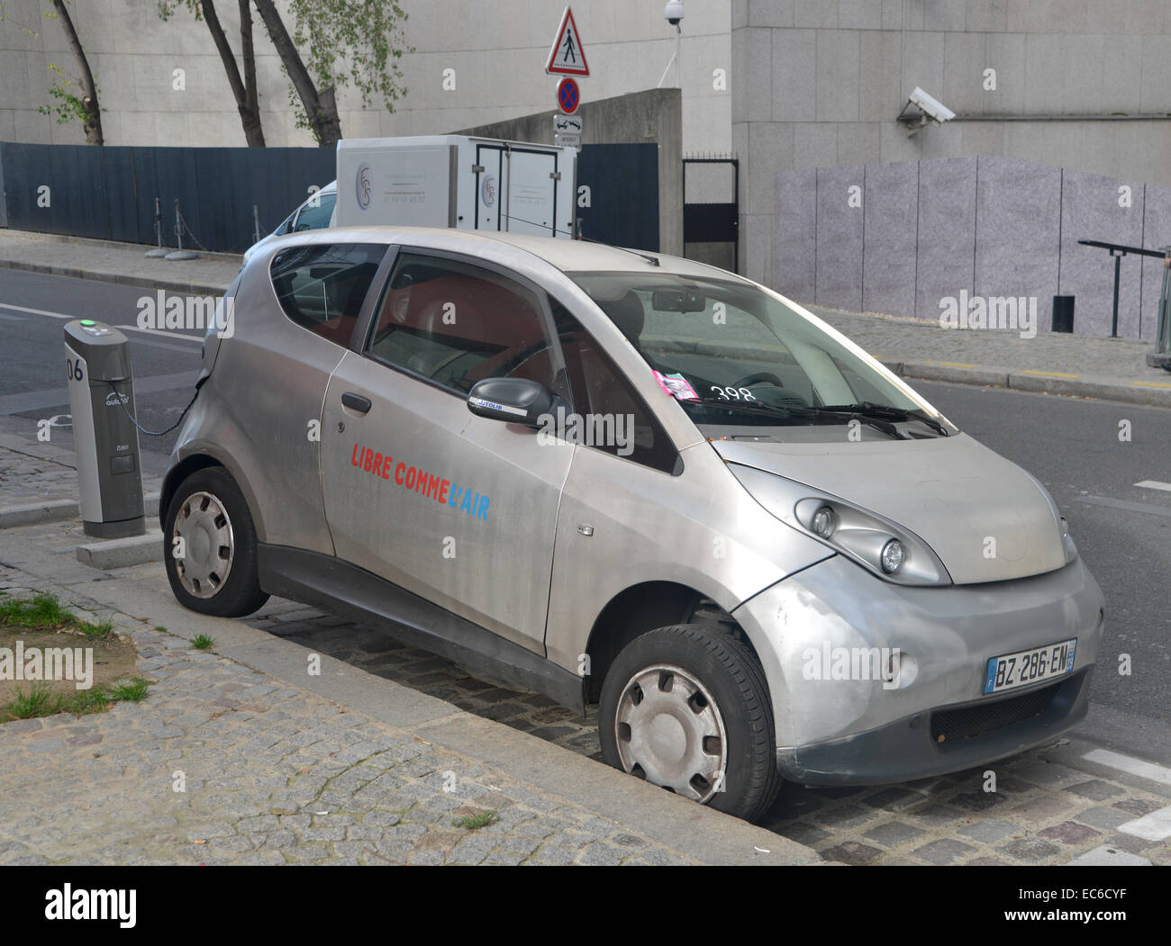 Autolib' car share scheme electric car parked badly in Paris - Stock Image