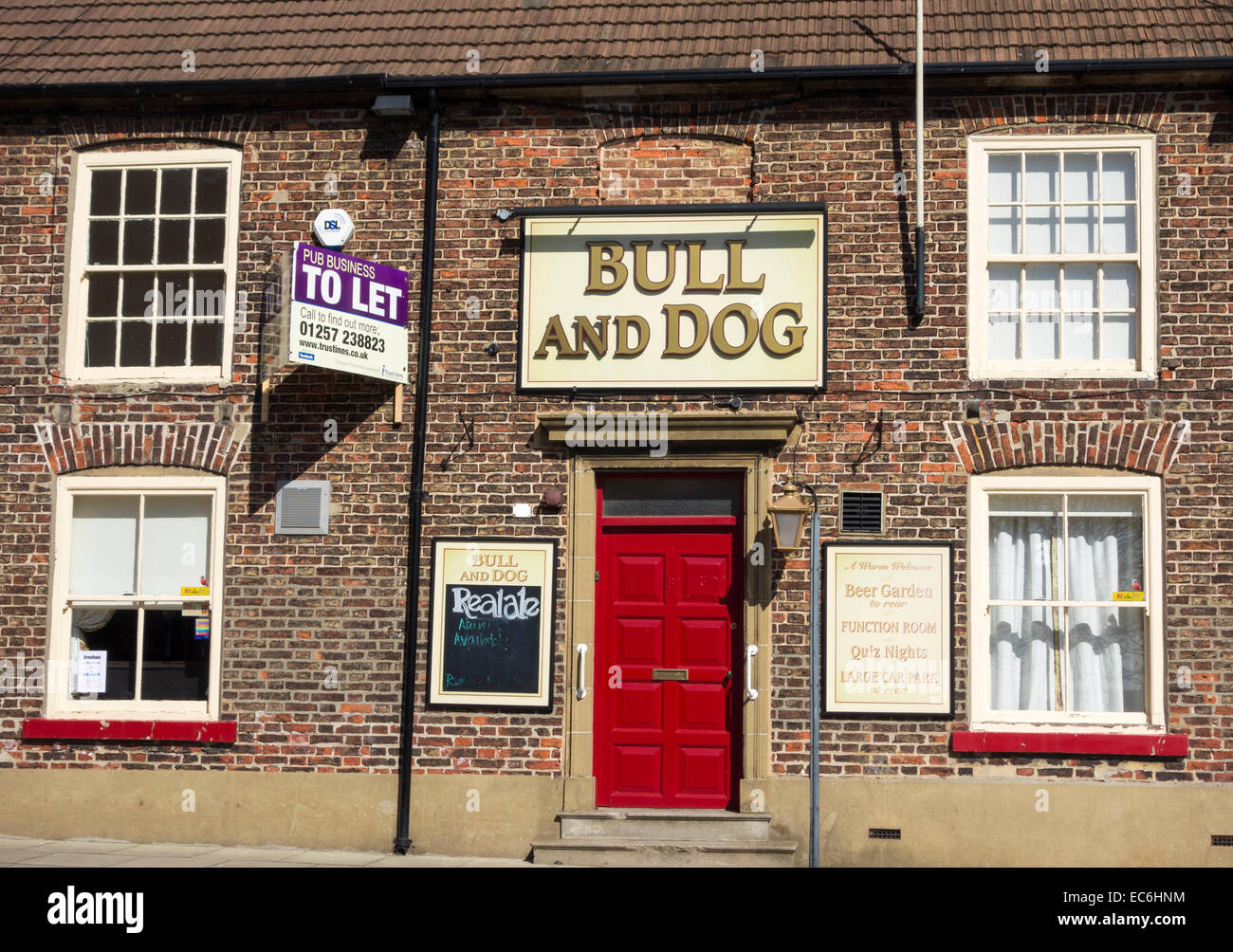 To Let sign on village pub in Greatham near Hartlepool, north east England. UK - Stock Image