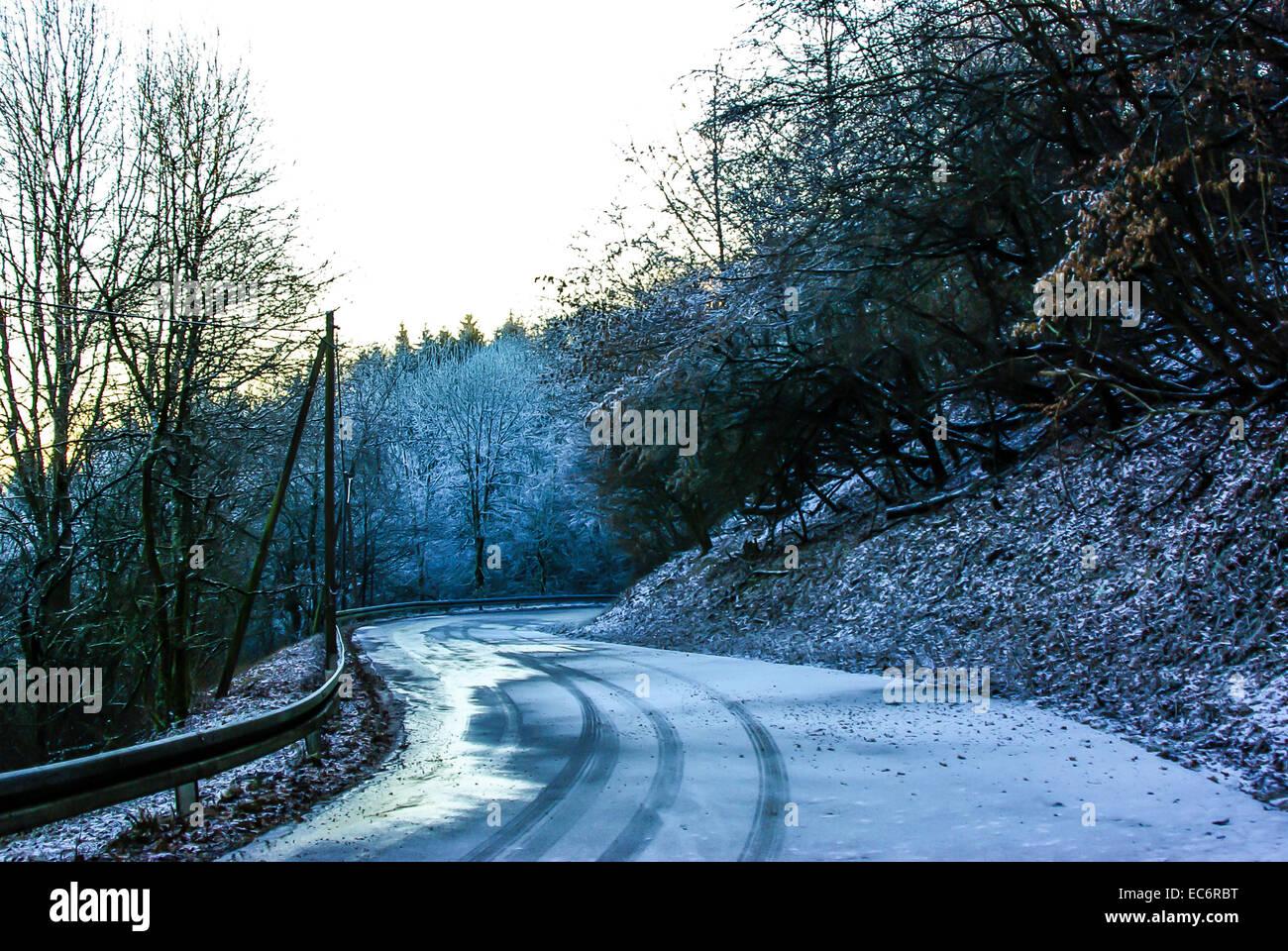 wintery road - Stock Image