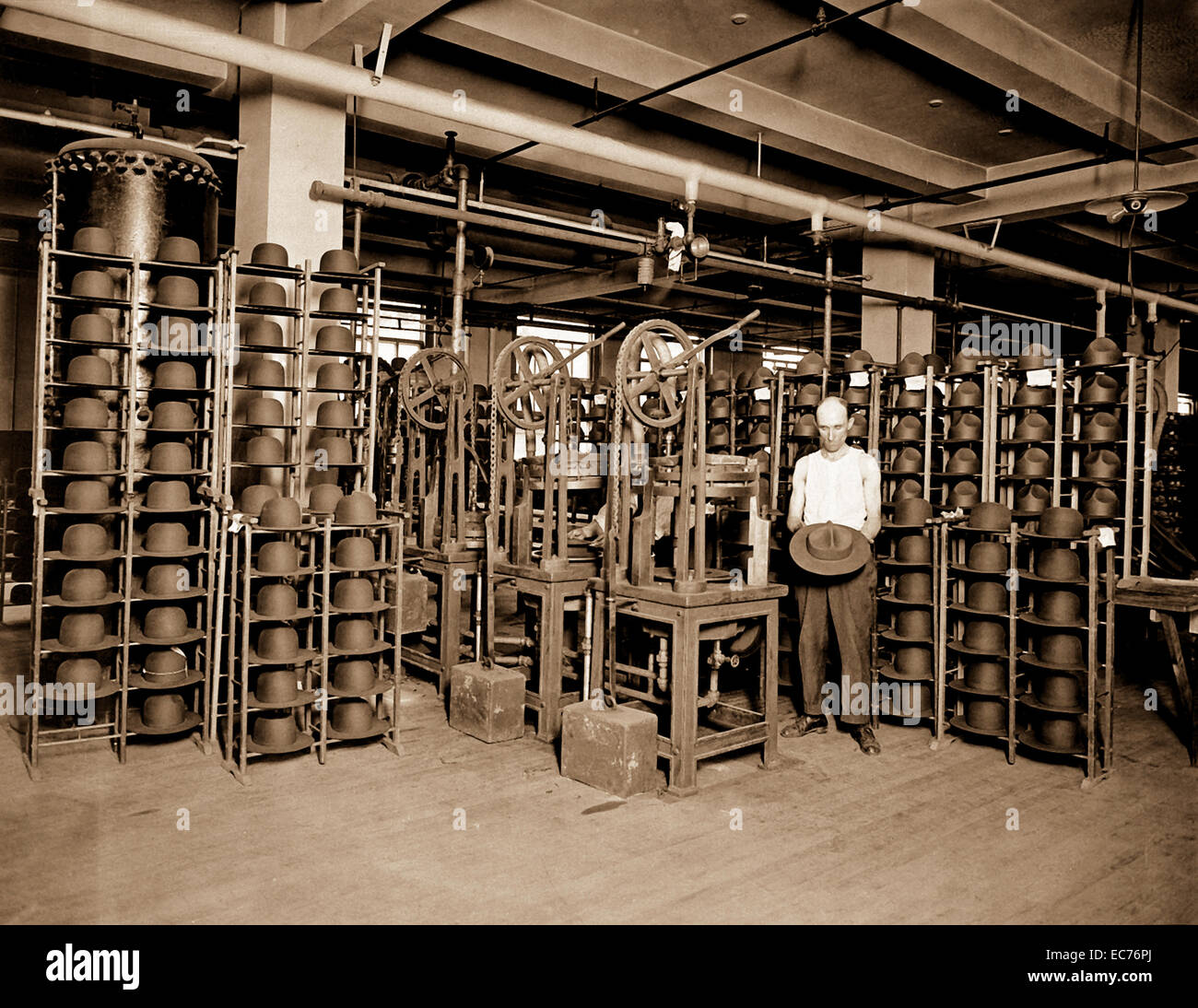 Hats manufactured for American soldiers by John B. Stetson Co., Phila., Pa.  Pressing Army service hats.  Ca.  1917 - Stock Image